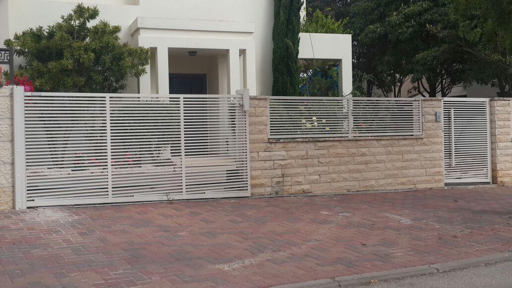 גדר ושער דגם הייטק קלאסי 1
