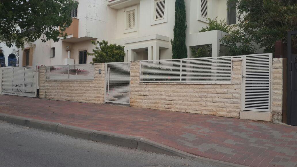 גדר ושער דגם הייטק קלאסי 2