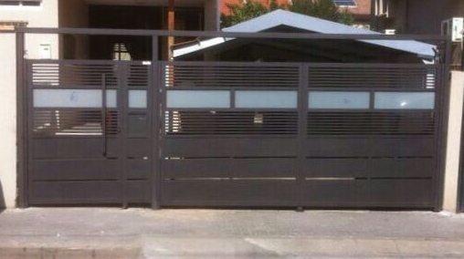 שערים הייטק בשילוב פנלים וזכוכית