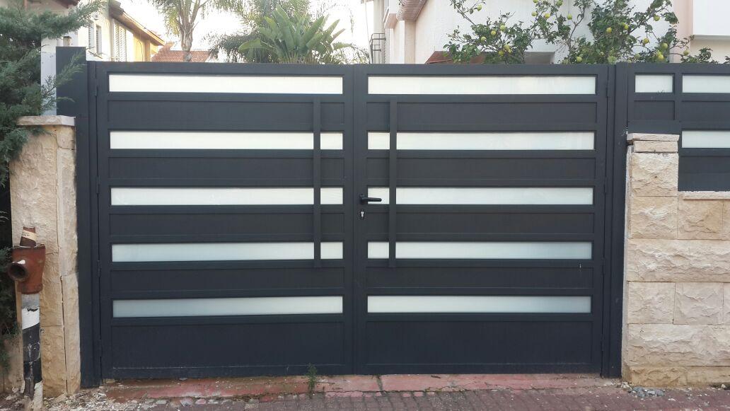 גדר ושער אלומיניום אטום משולב זכוכית 2