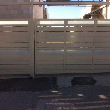 שערים בשילוב זכוכית