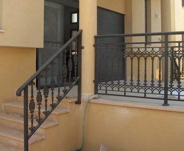 מעקה למרפסת ומדרגות חוץ מעוצב